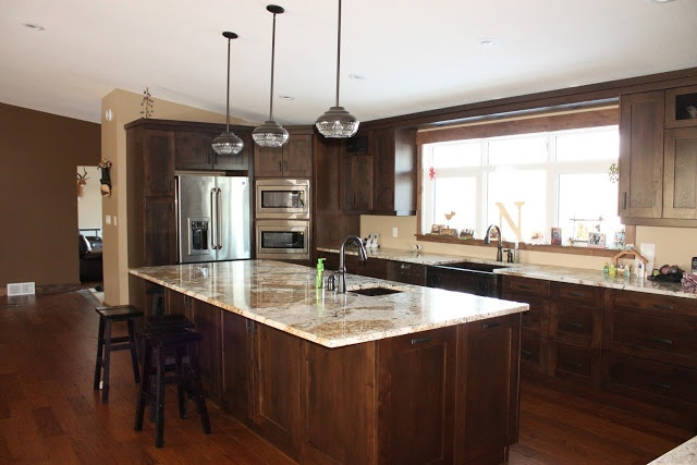 Knotty hickory cabinets handscraped floors knotty alder for Floor decor reno