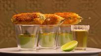 Beignets de jalapenos avec sauce mole verde épicée