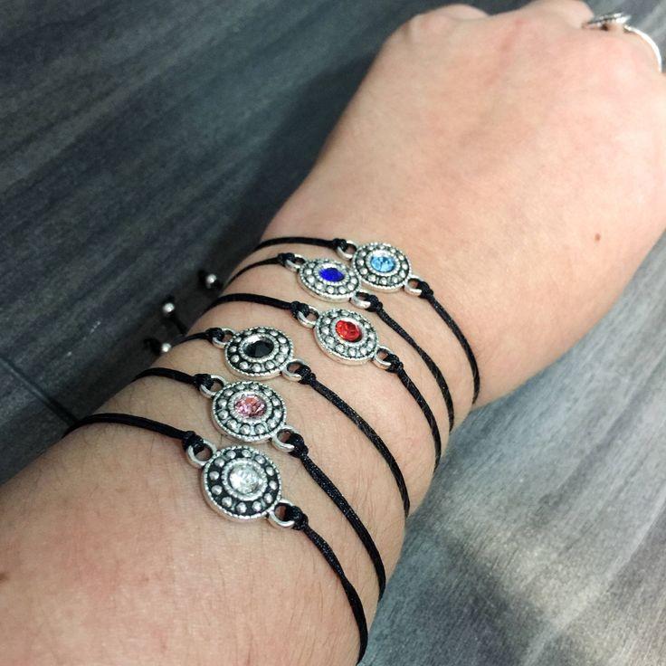 Le chouchou de ma boutique https://www.etsy.com/ca-fr/listing/552024588/bracelets-ajustables-corde-nylon-noir