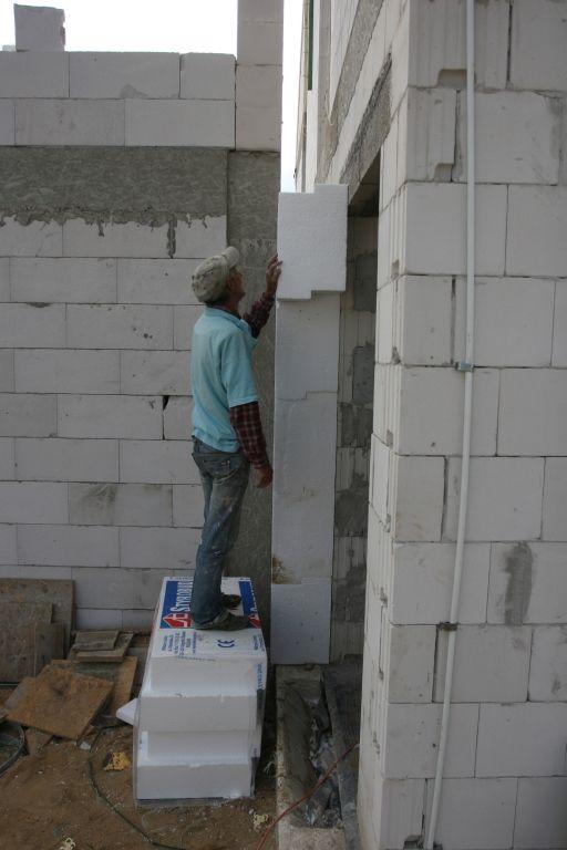 Garaż bez ściany - tylko zewnętrzna izolacja domu: Domek w Trzebnicy - Dzienniki budowy - dzień po dniu - forum.muratordom.pl