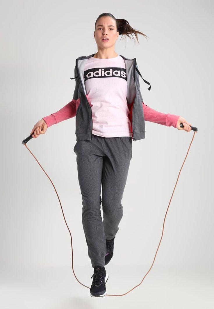 ¡Consigue este tipo de chándal de Adidas Performance ahora! Haz clic para ver los detalles. Envíos gratis a toda España. Adidas Performance MARKER Chándal dark grey heather/core pink: adidas Performance MARKER Chándal dark grey heather/core pink Ofertas   | Material exterior: 79% algodón, 21% poliéster | Ofertas ¡Haz tu pedido   y disfruta de gastos de enví-o gratuitos! (chándal, chandals, chándals, comfort fit, chandal, pantalón de deporte, pantalones de deporte, deporte, sport,...