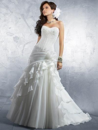 Платье с заниженным корсетом