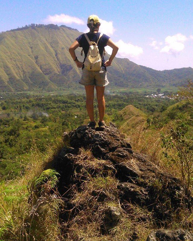 Explore sembalun valley -> She is strong, one day trek. #mountaingirls #lombokisland #sembaluvillage #sembalunvalley #nature #natgeo #beautiful #amazing #since #adventure