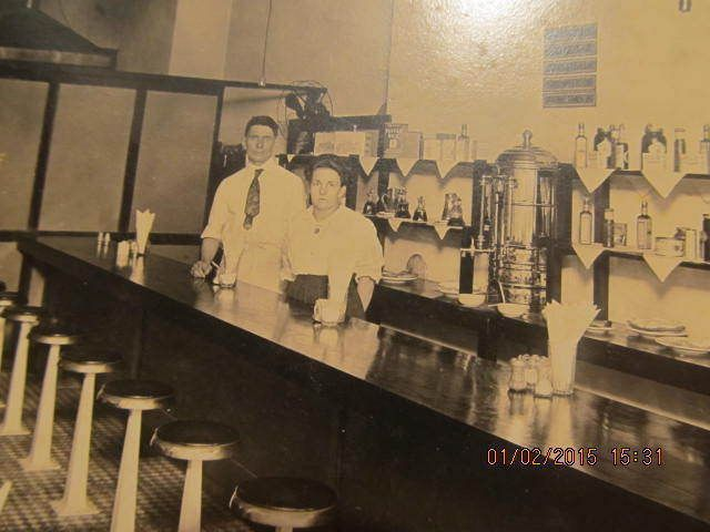 1920s Photo Of Man & Woman Behind Restaurant Counter In Mattoon Il Illinois