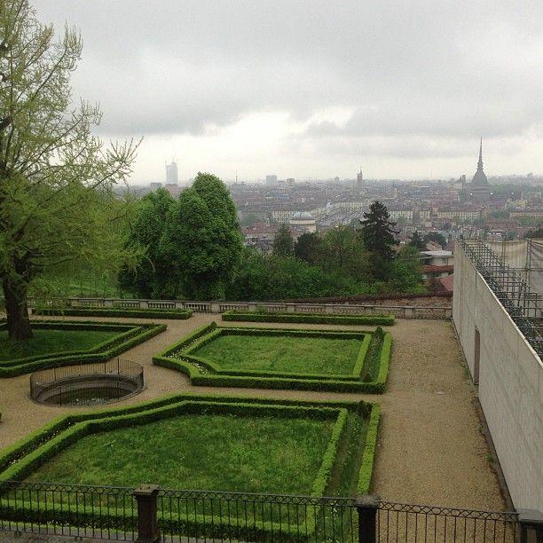 Pioggia lieve su Torino vista dai giardini #invasionidigitali #villadellaregina
