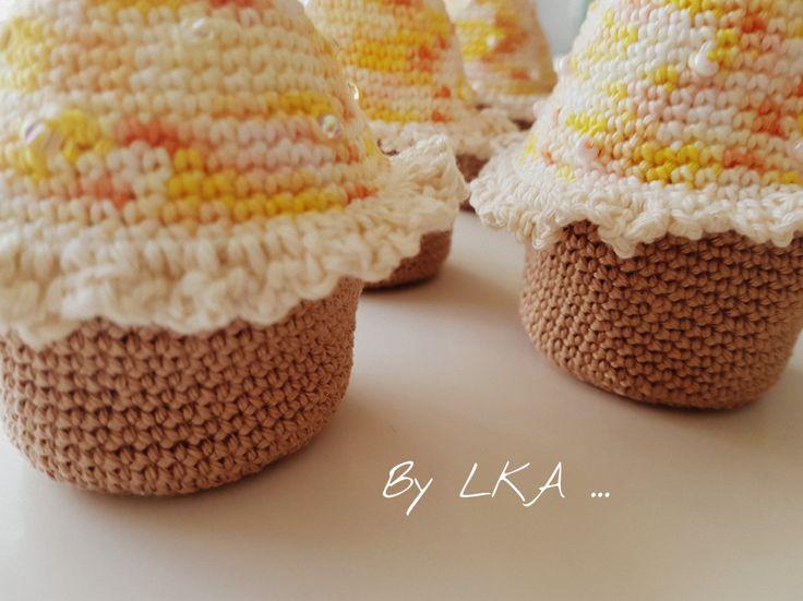 Mais oui pourquoi des œufs et des lapins ??? Cette année j'ai réalisé des petits cupcakes pour les maîtresses et Atsem de mes <3 Pirates <3 !!! Voici le résultat en image, Coton Sunny, …