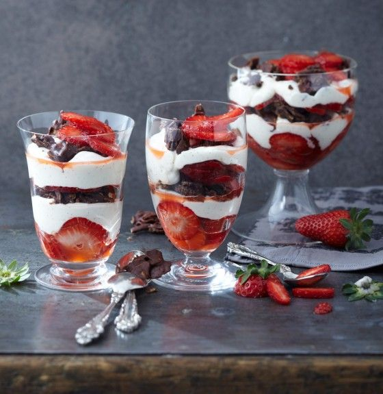 Vanille-Mousse mit Erdbeeren und Schoko-Mandel-Crossies | Strawberry | Dreams come True