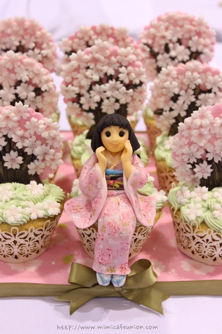 Sakura Girl Cupcake Art by mimicafe Union http://www.mimicafeunion.com  Hermosos Cupcakes, tortas y galletas!:  http://pinterest.com/mimicafeunion/spring-season/