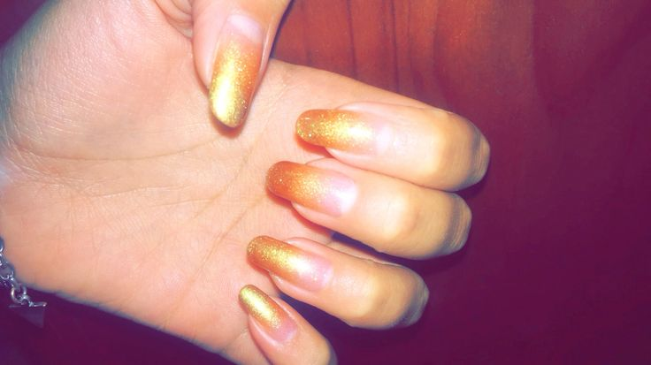 Golden nails. Ombre. Golden ombre. New years nails. Manicure. Party.