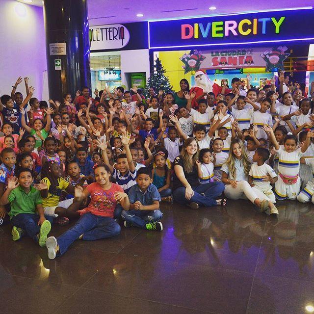 La alegría y la diversión también hacen parte de la formación de los más pequeños, por eso, ayer celebramos por adelantado la Navidad para muchos de ellos. Con los niños y niñas de la Fundación San Pedro Apóstol, la Institución Educativa Las Flores y la Fundación Adopta un niño en Navidad celebramos la magia de estas festividades en Divercity.  #Navidad #adoptaunniñoennavidad #Barranquilla #Niños #Niñez #Divercity #Tecnoglass #FundacionTecnoglass