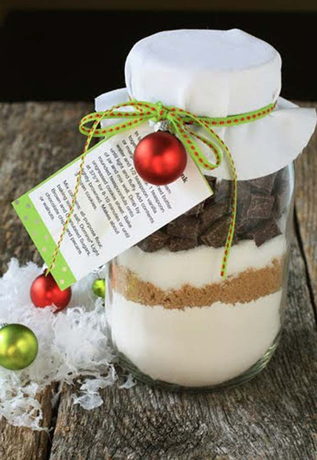 Best Mason Jar Cookies - Chocolate Chunk Cookie Mix in a Jar - Mason Jar Cookie Recipe Mix for Cute Decorated DIY Gifts - Easy Chocolate Chip Recipes, Christmas Presents and Wedding Favors in Mason Jars - Fun Ideas for DIY Parties, Easy Recipes for Teens, Teenagers, Kids and Teens - Cheap Last Mintue Gift Ideas for Friends, Family and Neighbors http://diyprojectsforteens.com/mason-jar-cookie-recipes