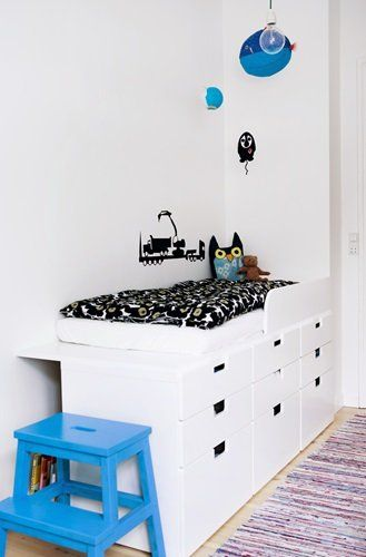 white room with bleu and black