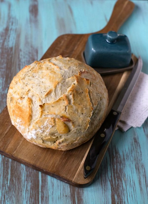 Garlic Herb No-Knead Bread | http://www.ihearteating.com | #noknead #bread #recipe