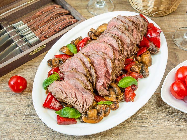 Запеченная говяжья вырезка с соте из перца и грибов