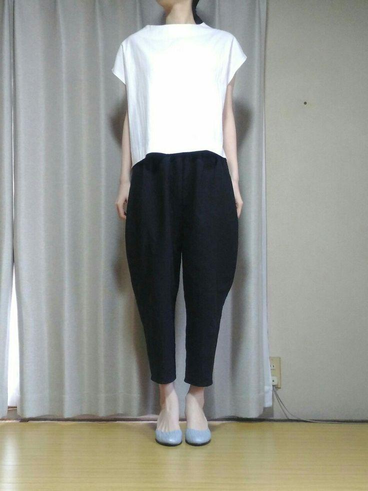 ウエストゴムのテーパードパンツの無料型紙と作り方です。 裾にむかって細くなるテーパードパンツです。 とても着回ししやすいです。 裾がすっきりしているので、ワンピースやアウターとの重ね着にも使いやすいです。 サイズ ★身長...