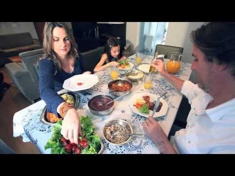 SAIBA QUAIS ALIMENTOS SÃO IMPORTANTES NA GRAVIDEZ. Na primeira fase da vida, o filho divide com a mãe todas as suas necessidades e escolhas. Por isso, o equilíbrio deve ser o principal ingrediente em uma gravidez saudável. Confira as dicas no vídeo da Rede Mães de Minas. #gravidez #alimentos #alimentação #mae #redemaesdeminas #mg #minas #minasgerais