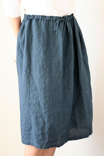 this is what I'd like to be able to make myself.  simple linen skirt