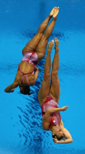 Emilie Heymans and Jennifer Abel win bronze for Canada in the 3-metre synchronized springboard. #Olympics (Steve Russell/Toronto Star)