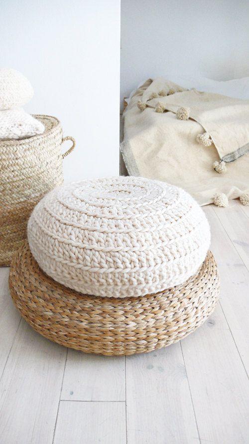 Crochet-coussin de sol de laine - naturelles incolores  Souffles, faites avec de la laine épaisse, le résultat est un point énorme avec du volume et