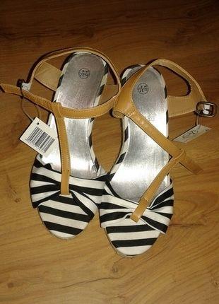 Kupuj mé předměty na #vinted http://www.vinted.cz/damske-boty/platformy/9445966-namornicke-sandalky-na-platforme