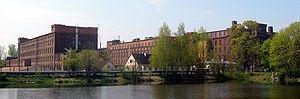 Budynek przędzalni na Księżym Młynie - widok przed 2006 rokiem