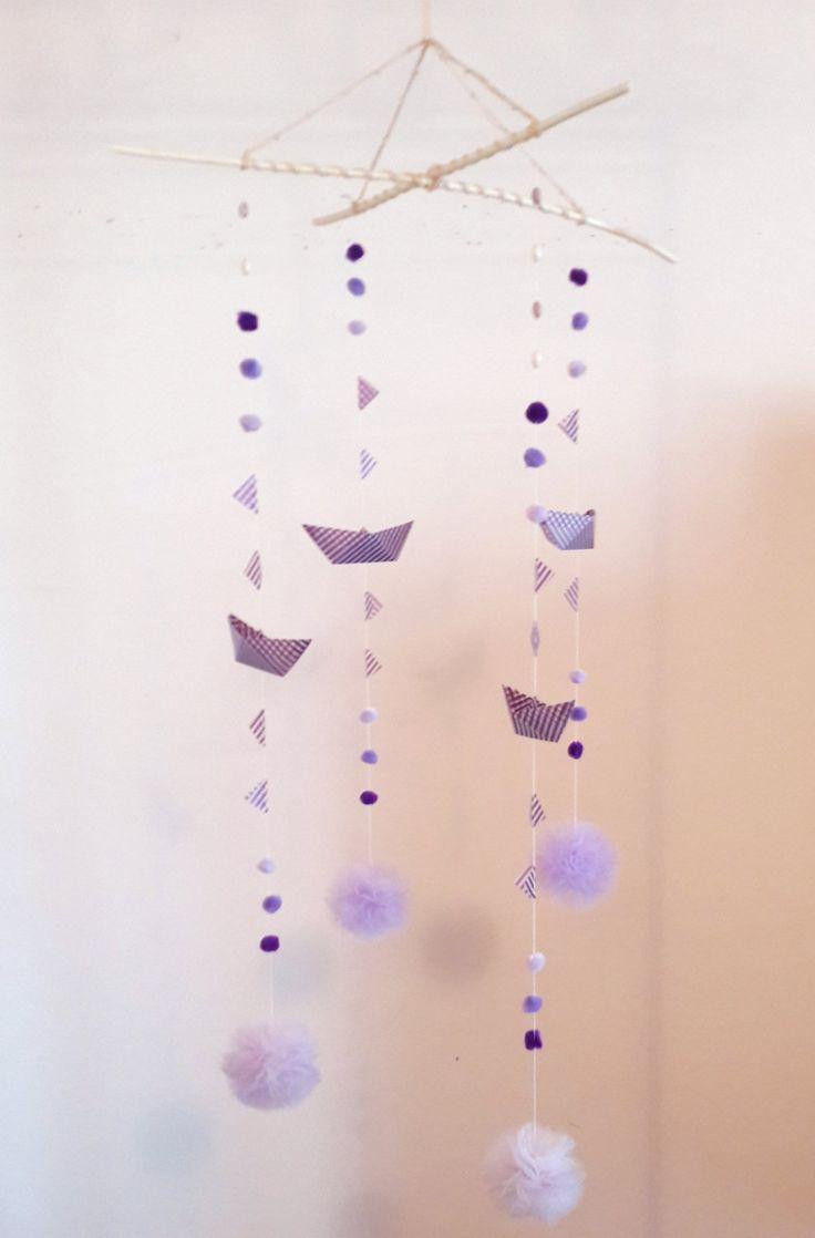 Giostrina per la cameretta e la decorazione della casa con barchetta origami lilla, bandierine, pompon e perline -regalo bimbi di EffeDetails su Etsy