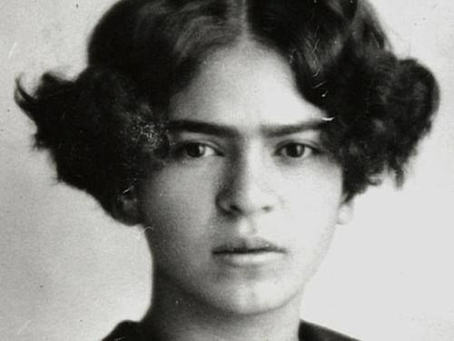howlowcananyonego: Young Frida .One eye sees , the other...