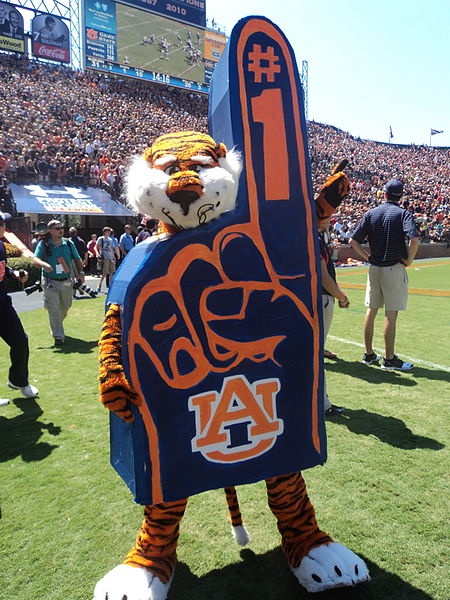 LOVE me some Aubie!  RollTideWarEagle.com great sports stories, audio podcast and FREE on line tutorial of college football rules. #CollegeFootball #Aubie #Auburn
