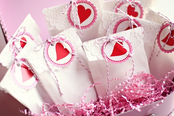 Doily-topped favor bags tied with twine.