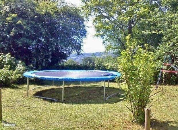 Grote trampoline voor de kids, en ouder....