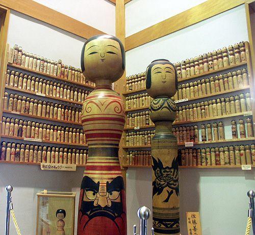 50808_050 Japon - Séjour à Aomori - Les Kokeshis ou poupées traditionnelles japonaises en bois