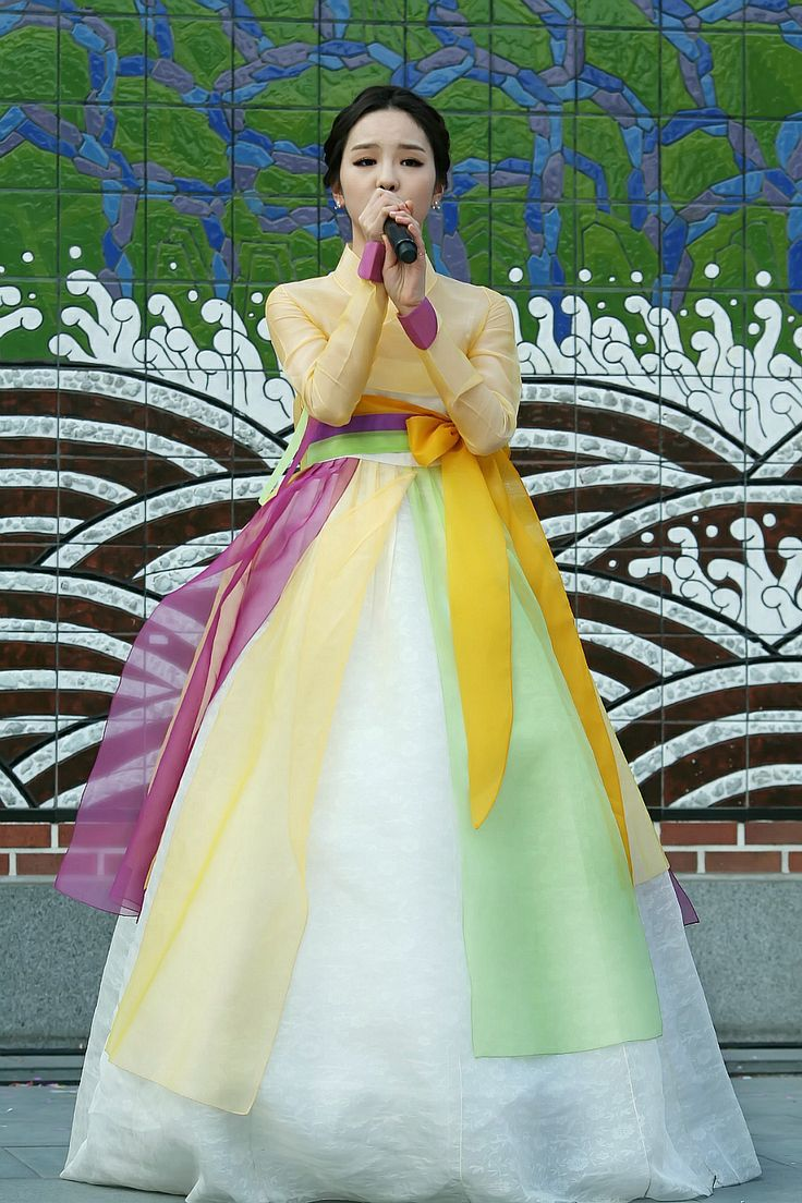 love the airy look of this hanbok