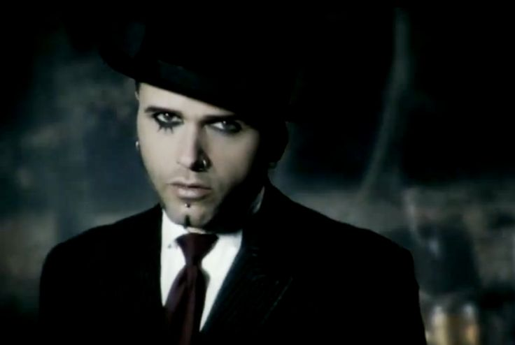 Dero Goi, Oomph! Band. Damn he is so handsome and his voice :D Phooooorr