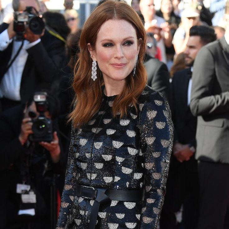 Julianne Moore in Chopard earrings adorned with over 34 carats of white diamonds on the Cannes red carpet 2017. http://www.thejewelleryeditor.com/jewellery/article/cannes-film-festival-red-carpet-jewellery-behind-the-scenes/ #jewelry