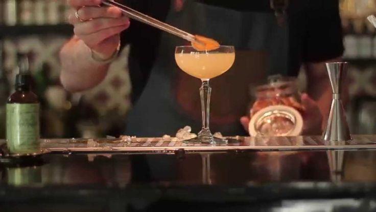 Μετά την αναζήτηση για το τέλειο gin & tonic, ο Δημήτρης Κιάκος προχωρά σε κάτι λίγο πιο δημιουργικό και πολύ ενδιαφέρον...