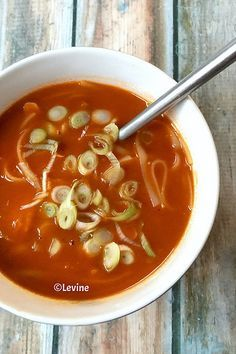 """Iedere keer als ik zeg dat we soep eten, vraagt mijn echtgenoot hoopvol """"Chinese tomatensoep""""? En iedere keer moet ik ontkennend antwoord..."""