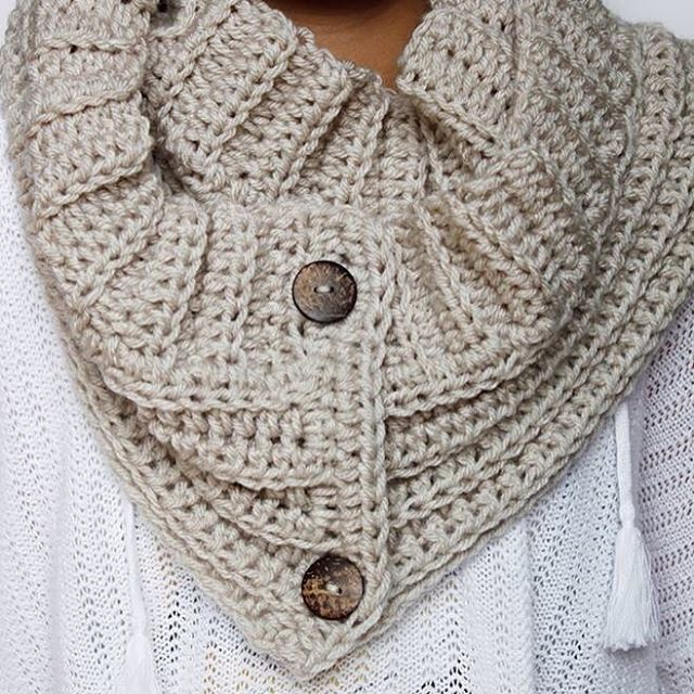 """Who's ready for fall?!  Me! Me! ✋ To celebrate its almost arrival the """"Andy"""" button scarf is now available for Free on the blog! #crochet #rescuedpaw #andyscarf #freepattern @lionbrandyarn"""