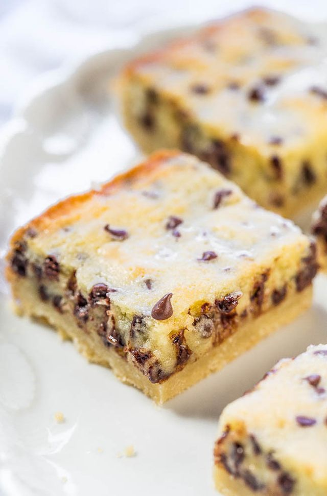 Gooey Butter Chocolate Chip Shortbread Bars | Averie Cooks | Bloglovin'
