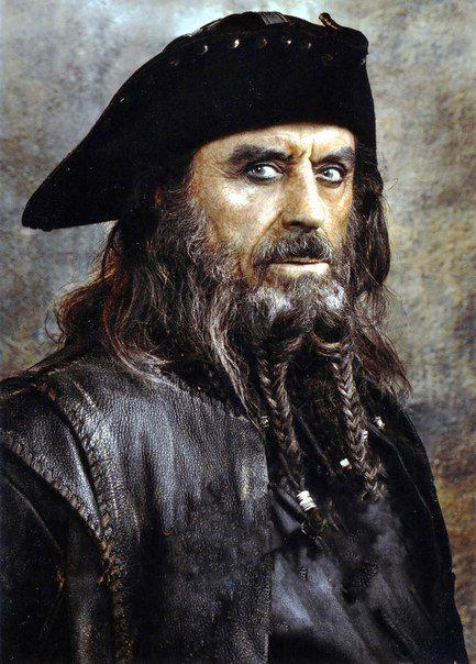 Эдвард Тич по прозвищу «Черная Борода» Знаменитый английский пират, собравший целый флот для разбоя в Карибском море.