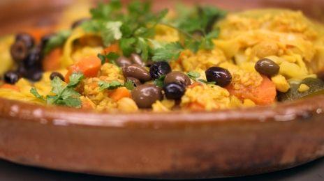 Eén - Dagelijkse kost - vegetarische tajine Gemaakt met linzen ipv kikkererwten, en met keftaballetjes. Voor 3 personen is 125 gr bulgur genoeg.