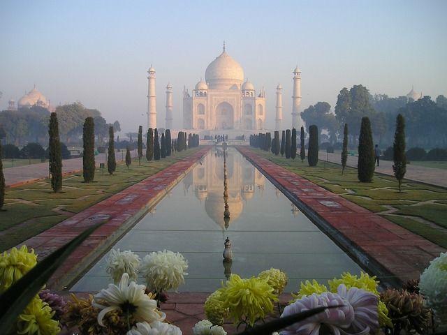 Denne tur er for jer, der gerne vil opleve de klassiske seværdighder såsom Taj Mahal, den lyserøde og den blå by foruden landsbyliv, ørken og tigersafari.I starter i millionbyen Delhi, hvor den gamle bydels traditionelle seværdigheder byder sig til.