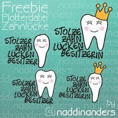 Diese Plotterdatei ist ein Freebie und enthält verschiedene Zähne sowie einen Spruch für Jungen und Mädchen die nun stolzer Besitzer einer Zahnlücke sind. Die Datei kann mehrfarbig geplottet oder auch als Ausdruckvorlage verwendet werden.