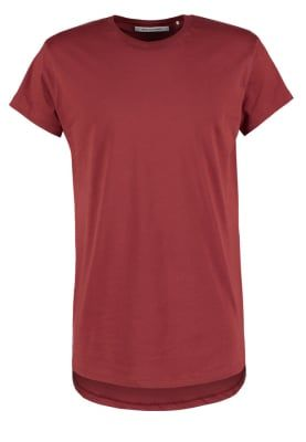 Diverse ensfargede t-shirts i str M