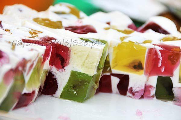Mleczny deser z kolorową kostką - Najsmaczniejsze.pl