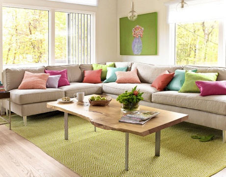 big neutral sectional, with lots of colored pillows...and a great rug!Decor, Coffe Tables, Room Colors, Spring Colors, Livingroom, Living Room, Colors Schemes, Families Room, Bright Colors