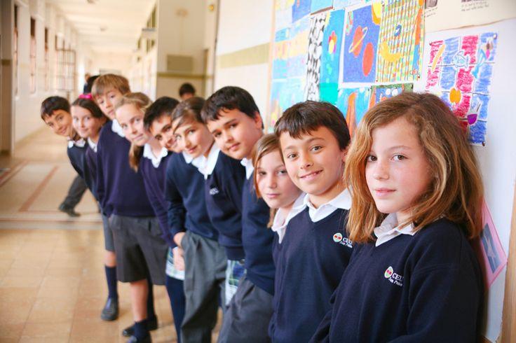 Un bonito uniforme escolar favorece la imagen de marca del centro, como en este caso los Colegios Ceu