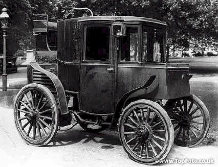 A Columbia Electric car, c1899.<br>Credit: National Motor Museum / HIP / TopFoto
