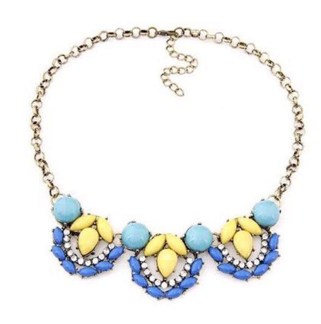 Pretty Blue Acrylin Resin Flower Statement Necklace Set
