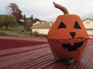 egg carton pumpkin - Halloween Cartons