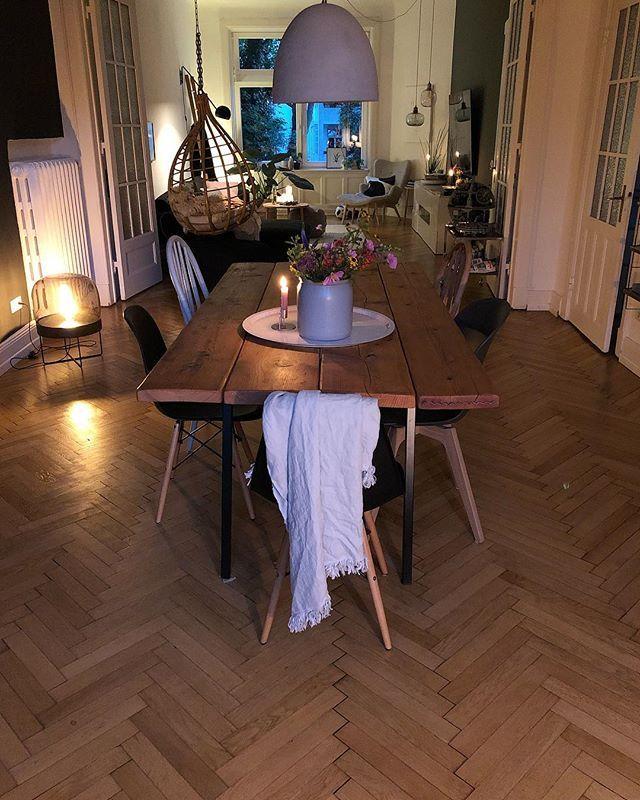 Gemutliche Stimmung Im Esszimmer Tisch Aus Alten Dielen Holzstuhle Haus Deko Inneneinrichtung Wohnen